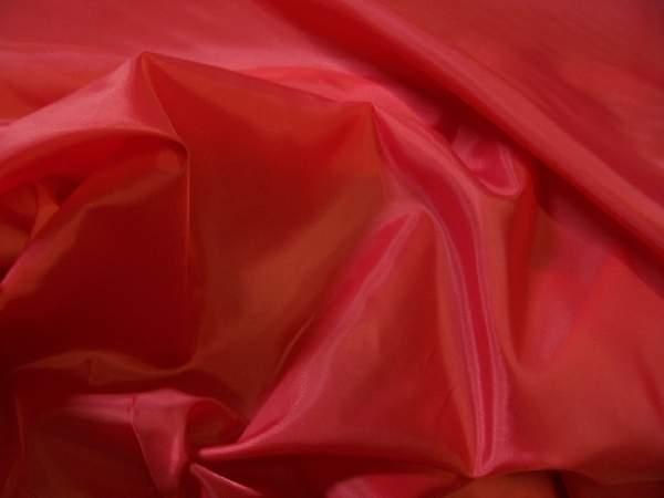 piros selyem dekoranyag  150 cm széles (méterre)