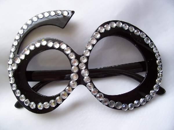 60. fekete szemüveg