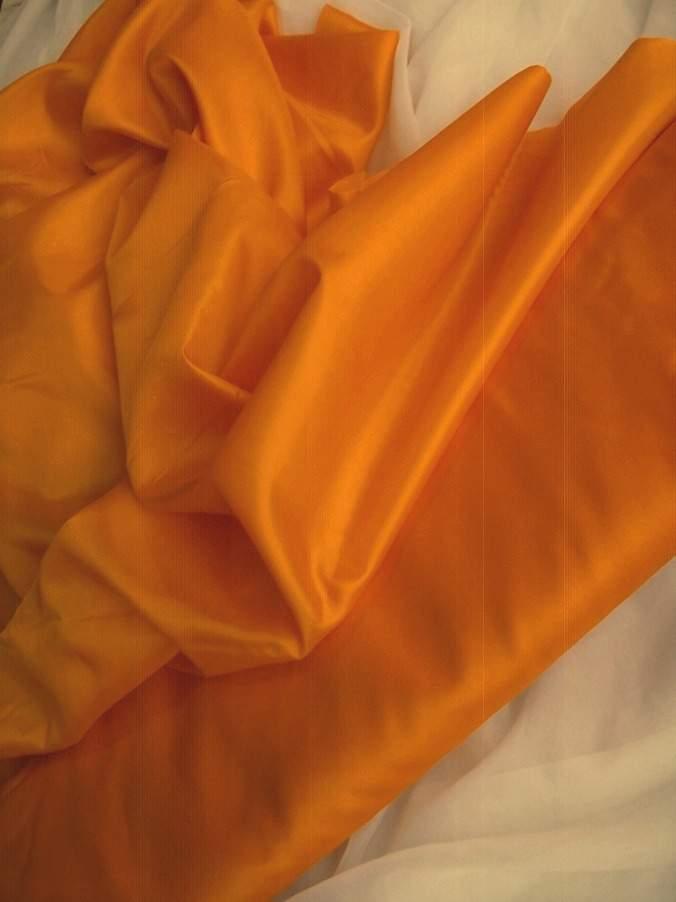 narancssárga selyem dekoranyag  150 cm széles (méterre)