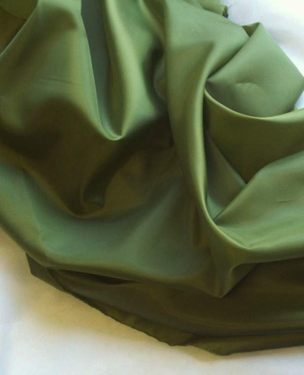 mohazöld  selyem dekoranyag  150 cm széles (méterre)