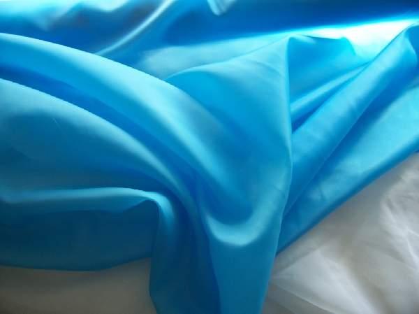 türkizkék  selyem dekoranyag 150 cm széles (méterre)