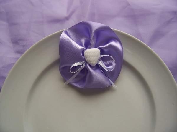 vendégajándék lila (csokiszívvel a közepén)