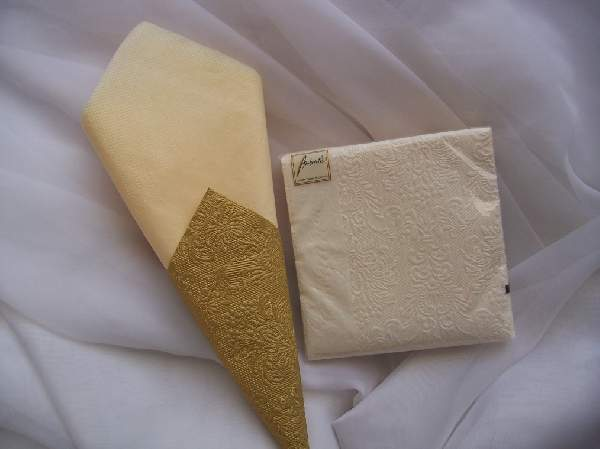 krém dombornyomott desszert szalvéta (15 db) AMB