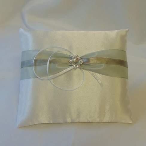 Ezüst szettből-esküvői gyűrűpárna ezüst díszítéssel