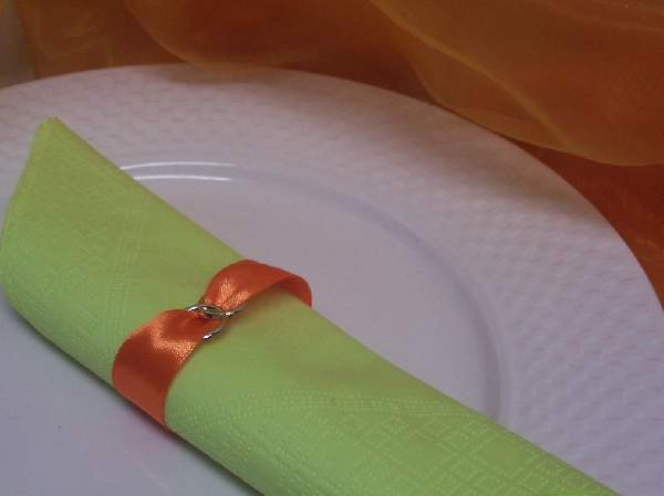 szatén szalvétagyűrű gyűrűpárral. narancs