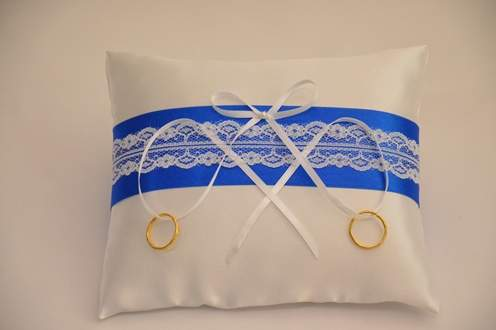 esküvői gyűrűpárna (19*16 cm) kék alapon csipkés