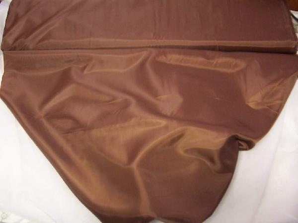csokibarna  selyem dekoranyag 150 cm széles (méterre)