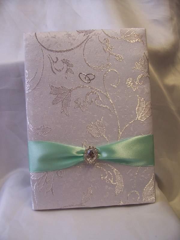 fehér brokát esküvői vendégkönyv menta szalaggal (A/5 ,belül sima, 70 lapos)