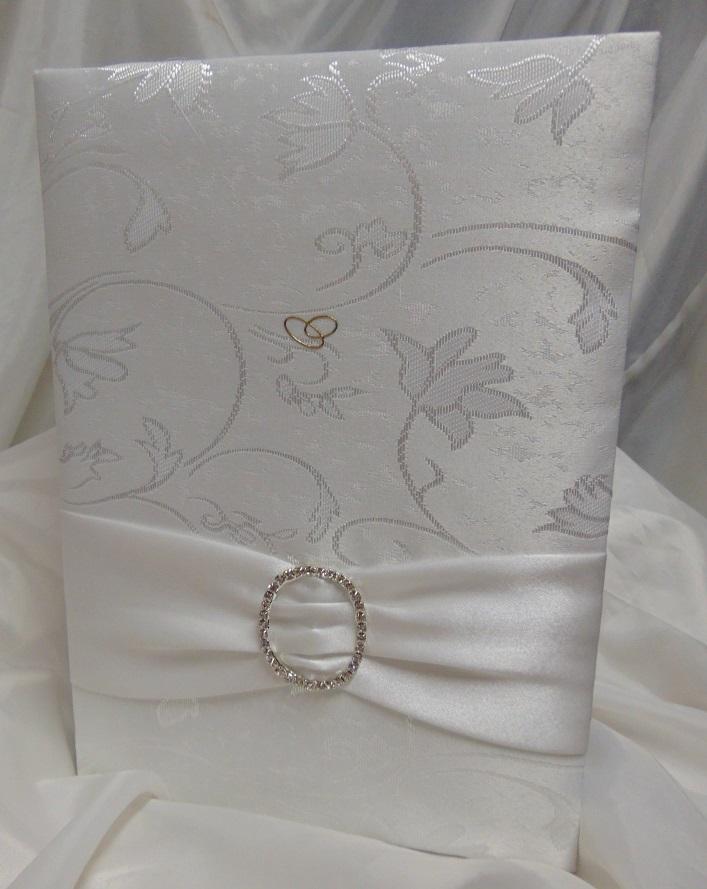 esküvői vendégkönyv A4, fehér brokát, szívvel (sima, 90 lapos)