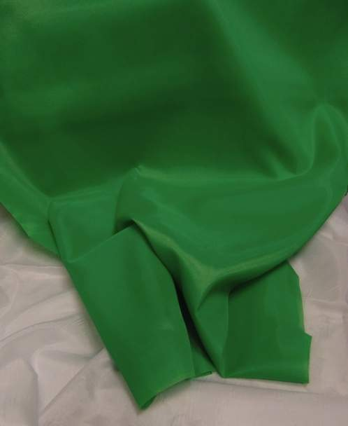 mezőzöld selyem dekoranyag  150 cm széles (méterre)
