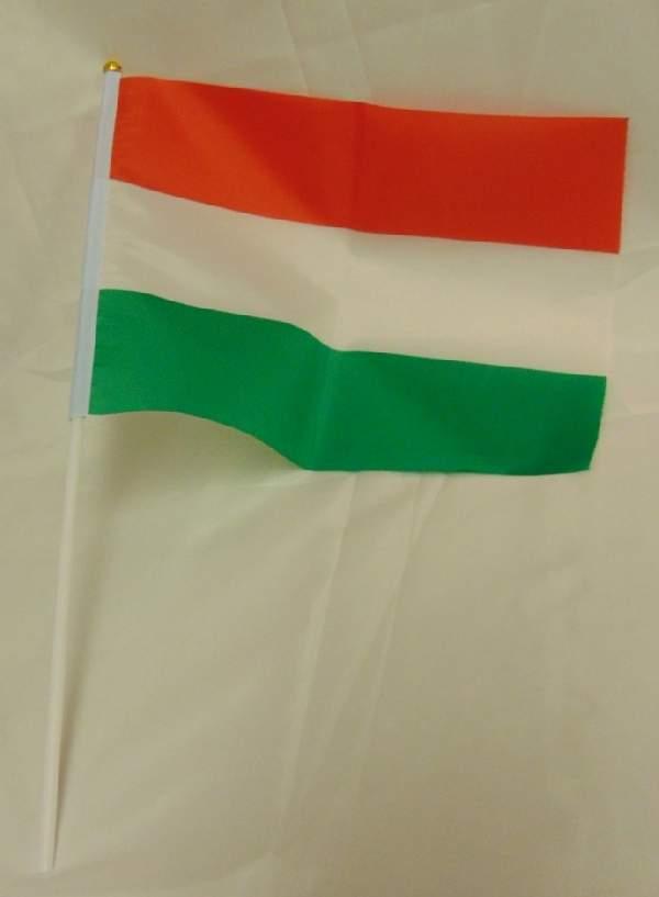 Magyar zászló, textil (20*30 cm), szár 40 cm