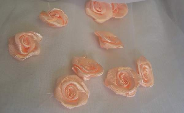 szatén rózsafej 2,5 cm-es (50 db) barack