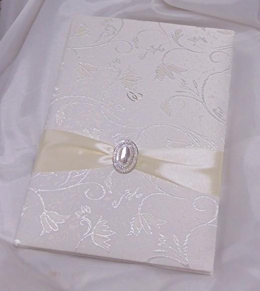 esküvői vendégkönyv A4, brokát, krém díszítéssel (sima, 90lapos)