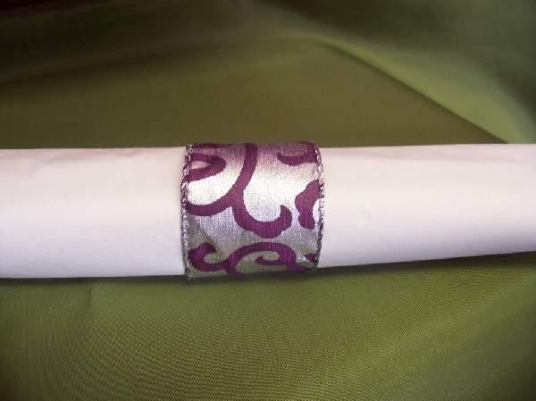 szalvétagyűrű inda mintás, lila-ezüst