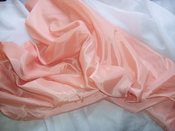 barackrózsaszín selyem dekoranyag  150 cm széles (méterre)