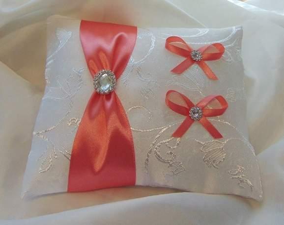 esküvői gyűrűpárna korall díszítéssel (18*20 cm)
