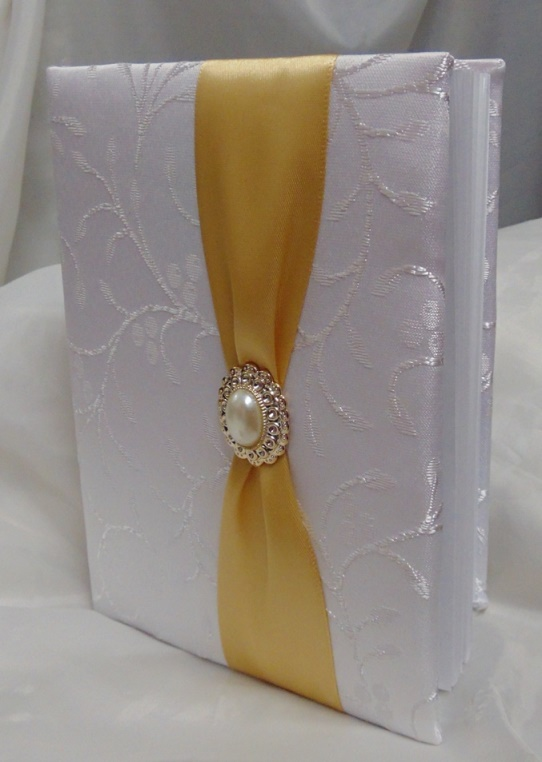esküvői vendégkönyv arany díszítéssel (A/5) (belül sima, 70 lapos)