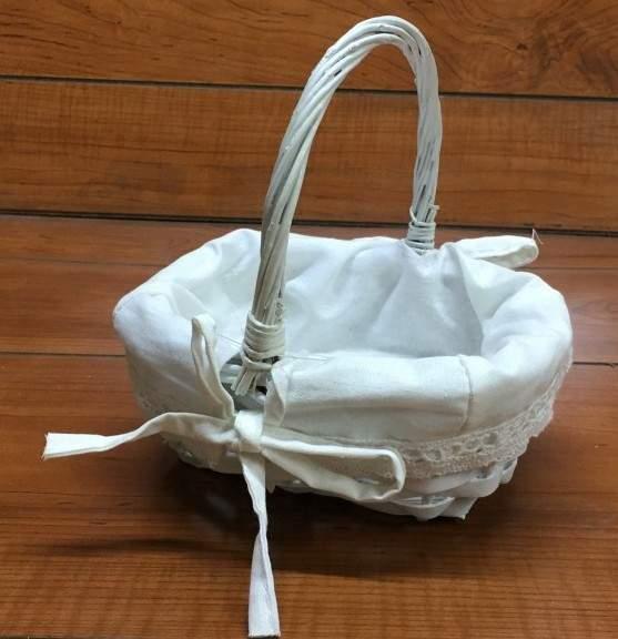 Sziromszóró kosár fehér, bélelt (27*22*23 cm)-nagy