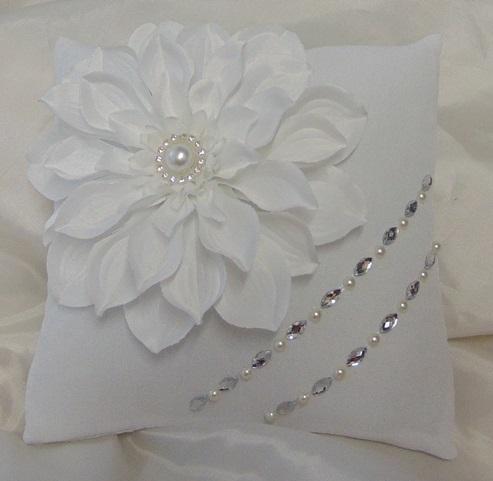 Gyűrűpárnák, gyűrűtartó kosárkák, dobozkák Esküvői